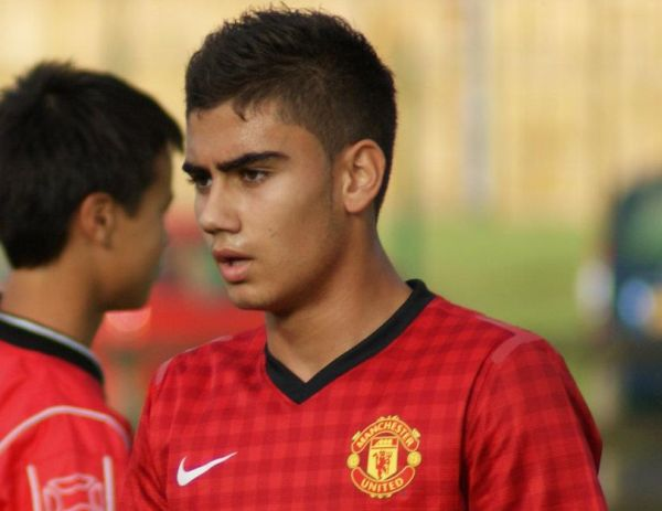 Fan Footage: Andreas Pereira scores classy free kick for Manchester United U18s v Loughborough Uni